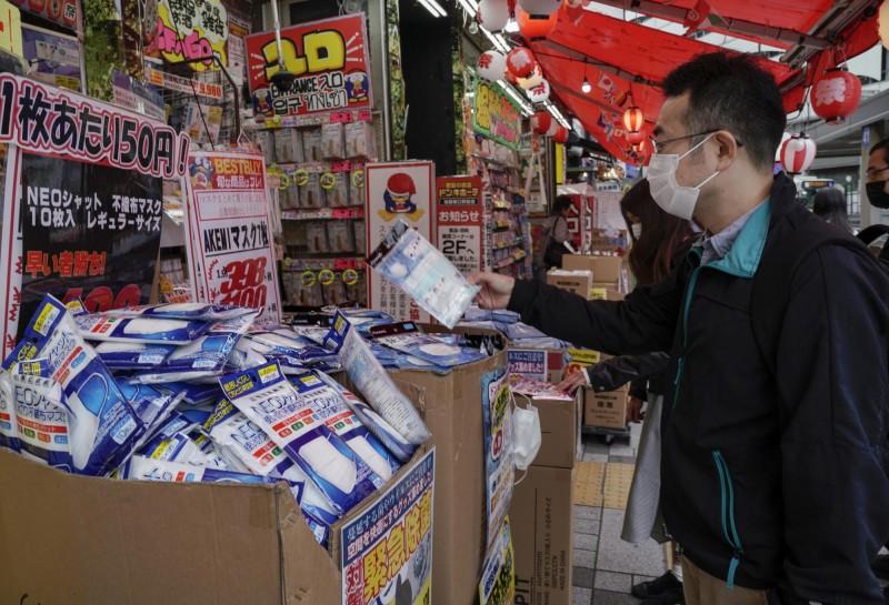 日本今年五月的口罩進口額較去年同期相比,增長12倍。(歐新社)