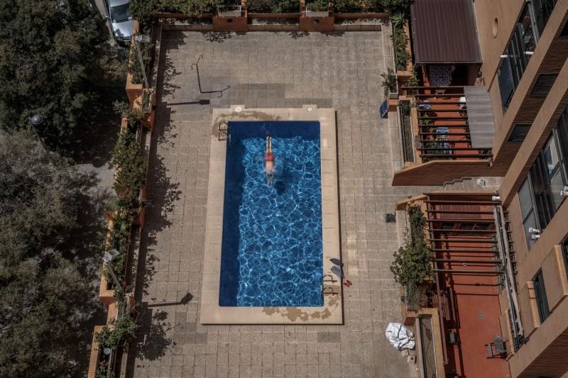美國紐澤西州密德薩克斯郡(Middlesex County)東布倫瑞克(East Brunswick)22日發生不幸意外,日前才搬入新家中的一家三代同時溺斃於游泳池。自家泳池示意圖,與新聞無關。(歐新社)