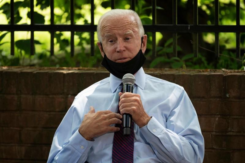 美國民主黨總統參選人拜登(Joe Biden)失言,直說現在美國已有超過1.2億人(120 million)死於武漢肺炎。(法新社)