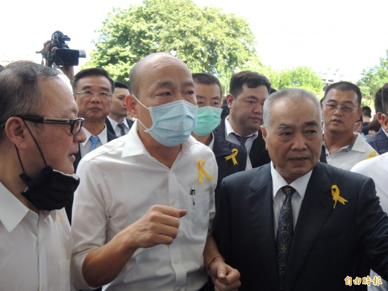 前高雄市長韓國瑜一早即抵達許崑源告別式會場。(記者王榮祥攝)