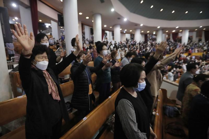 南韓首都圈正掀起武漢肺炎(新型冠狀病毒病,COVID-19)第二波疫情,首爾冠岳區的「旺成教會」爆發嚴重群聚感染事件,確診人數不斷攀升。(美聯社)
