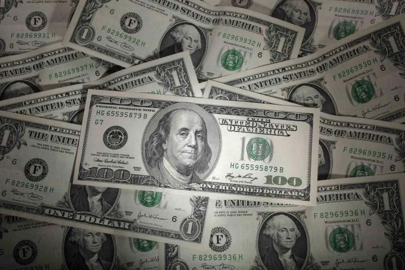 美國密西根男子克拉克(Mark Clark),3年前買刮刮樂時爽中頭獎400萬美元(約新台幣1.2億元),結果本月又刮出400萬美元。(路透)
