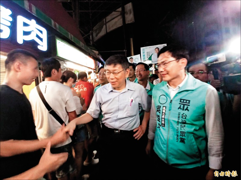 民眾黨主席柯文哲昨晚臨時增加高雄行程,到瑞豐夜市幫吳益政輔選。(記者黃佳琳攝)