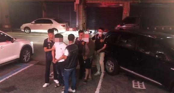 新北市八里水興宮遊戲場旁凶殺案,警方逮捕35歲武姓、37歲范姓兩名男子。(記者鄭景議翻攝)