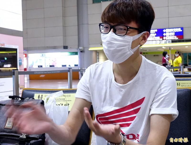 中央大學莫姓畢業生表示,他已經考上台灣的研究所,來台後將會等到新學期開學,也希望未來能留在台灣工作。。(記者朱沛雄攝)