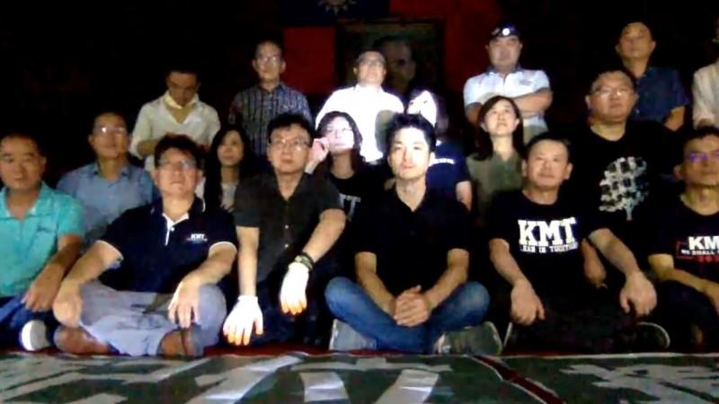 蔣萬安(前排右三)稱,社會對於陳菊擔任監察院長的人事提名反彈聲浪大,國民黨代表民意抗議。(圖取自洪孟楷臉書)