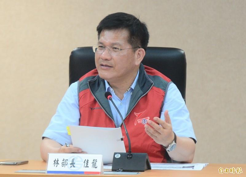 交通部長林佳龍在臉書提醒民眾注意路況。(資料照)