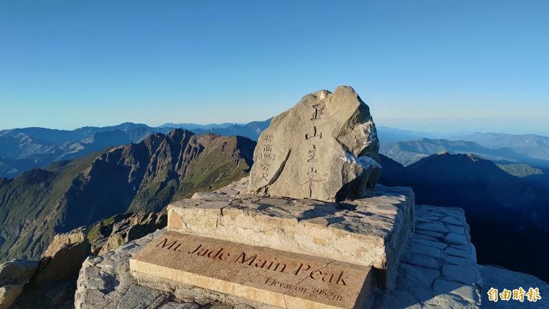 玉山標高3952公尺為東亞第一高峰,從台江到玉山全長約170公里。(記者蔡文居攝)