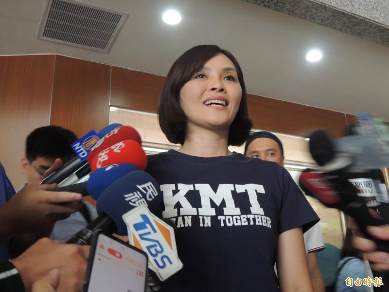 國民黨高雄市長補選參選人李眉蓁認為,民進黨不喜歡的人就會稱她草包。(記者王榮祥攝)