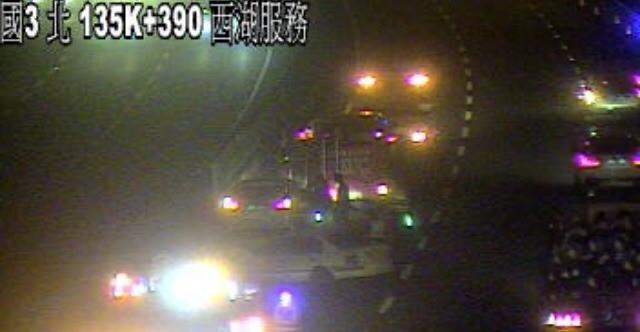 國道3號今晚傳出2車追撞事故,導致1死1傷。(記者鄭名翔翻攝)
