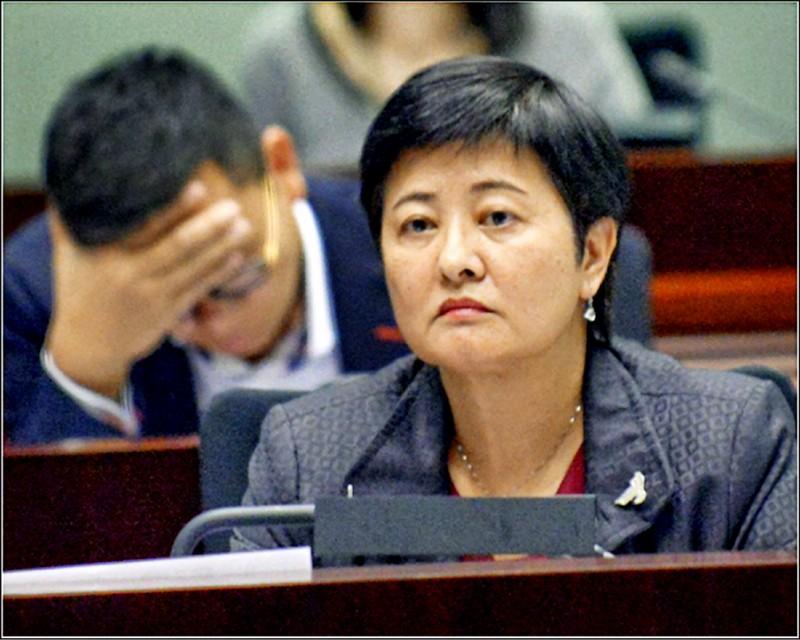 有意參選立法會議員的香港本土派人士,痛批尋求連任的民主黨立法會議員黃碧雲未能在去年七月一日占領立法會衝突時協助示威者,主張議會抗爭必須全面升級。 (取自網路)