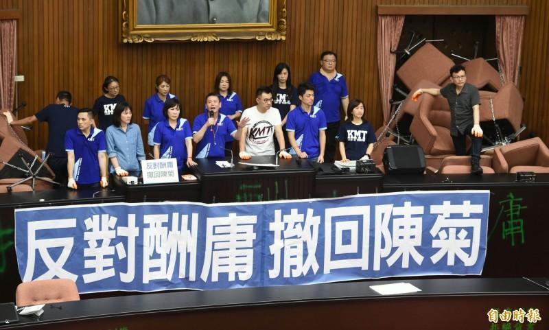 國民黨持續佔據立法院議場。(記者劉信德攝)