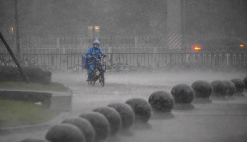 未來10天,中國四川盆地到黃淮、江淮、江漢以及江南北部地區預計仍暴雨不斷。(歐新社)