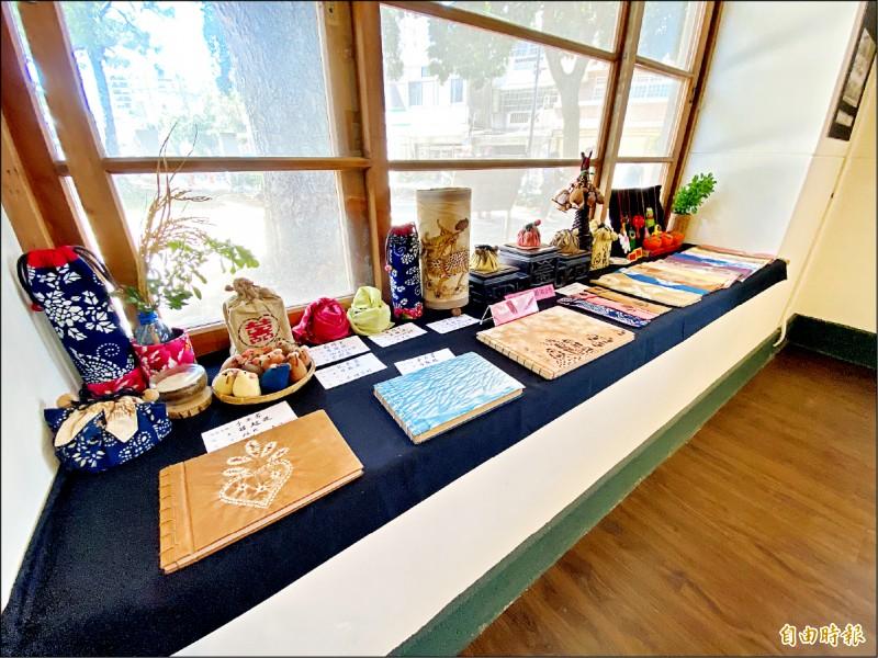 楊梅故事園區即起試營運,首檔推出「植物染之美—天然色再利用」展覽。 (記者李容萍攝)