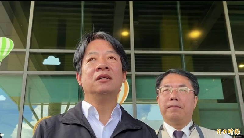 副總統賴清德(左)在台南黑橋牌食品工廠受訪時,堅定力挺陳菊能勝任監察院長。(記者王俊忠攝)