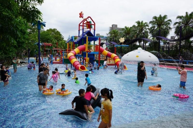 7月起民眾使用網路購票,就能只花50元進入台北市自來水園區暢玩。(北水處提供)
