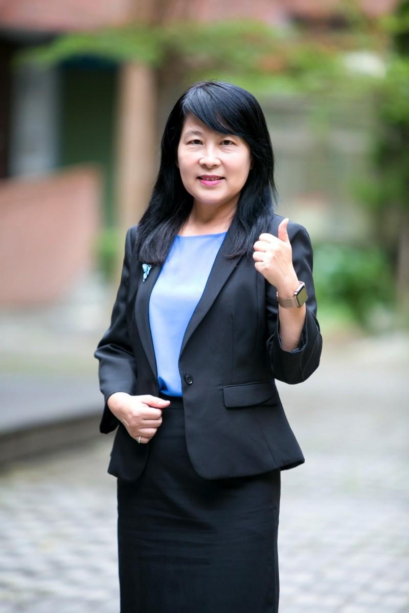 新竹市三民國中校長洪碧霜將轉任香山高中校長。(記者洪美秀翻攝)