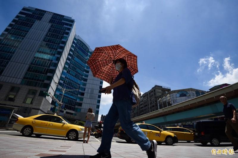 台北連續16日高溫突破36度,追平歷史紀錄。(資料照)