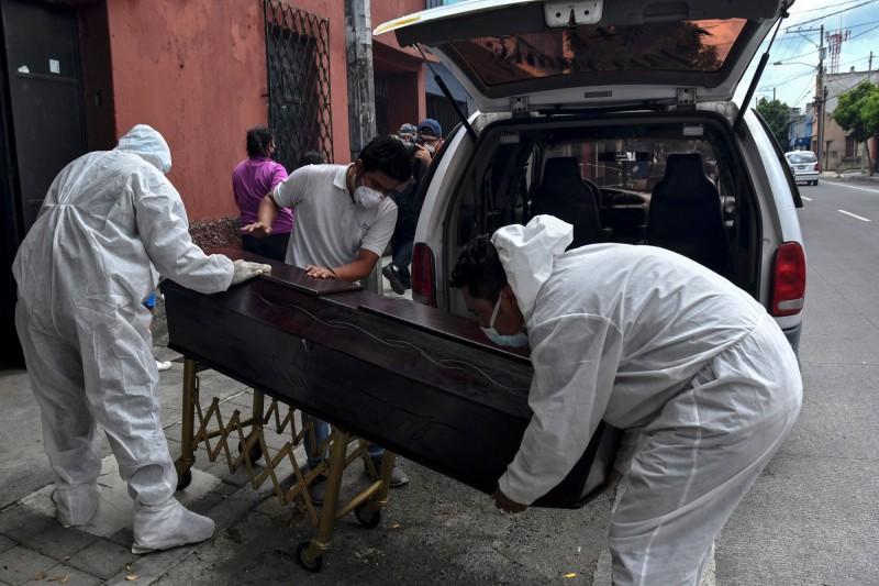 在全球武漢肺炎累計確診突破千萬例後,目前疫情依然十分嚴峻,WHO週一表示,將派遣一組專家前往中國調查病毒起源。圖為示意圖。(法新社)