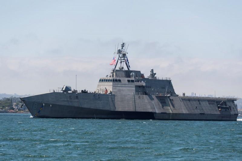美國海軍宣布,26日接收「奧克蘭號」近岸作戰艦,也是第12艘的「獨立級」近岸作戰艦。奧克蘭號的交付象徵美國海軍的船艦數量達到300艘,意義非凡。照片為查爾斯頓號。(路透)