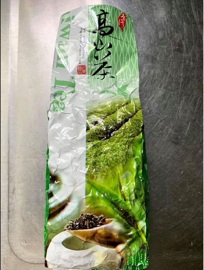 他拍下同事喝不慣的「高山茶」。(圖擷自爆怨公社)