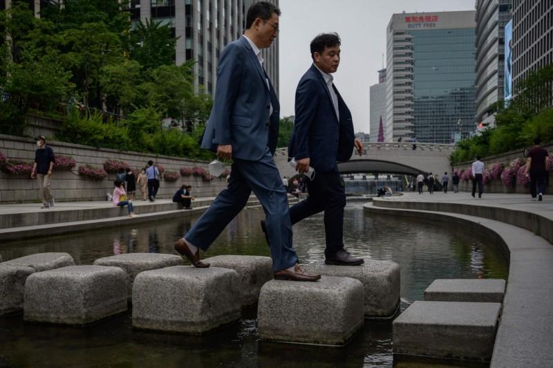 南韓除了首都圈外,光州、大田等地也有新增病例。圖為首爾街景。(法新社)