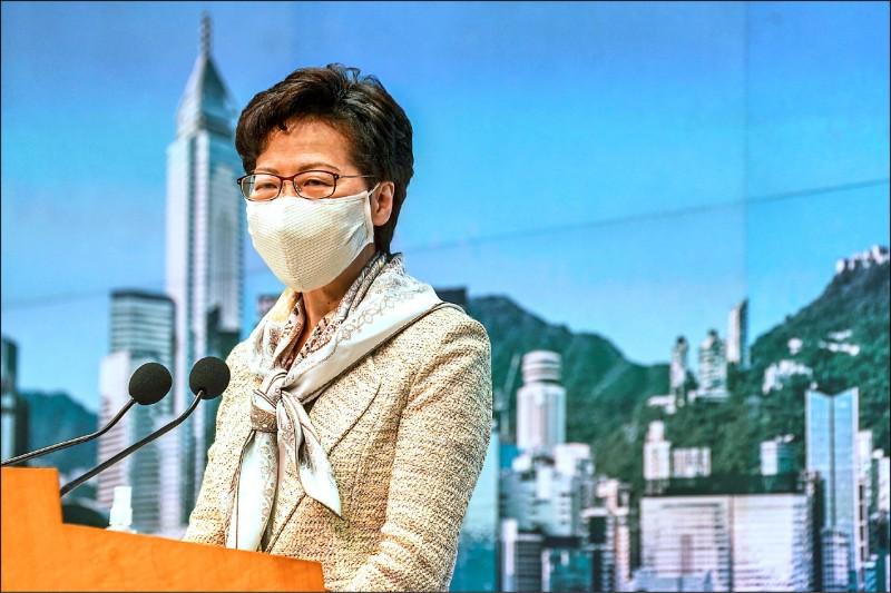 香港特首林鄭月娥六月三十日就美國停止向香港出口防衛設備表示,港府不會被任何制裁行動嚇倒。(彭博)
