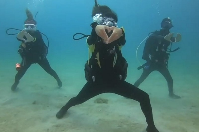 30秒的「海底驕仔舞」超吸睛。(記者蔡宗憲翻攝)