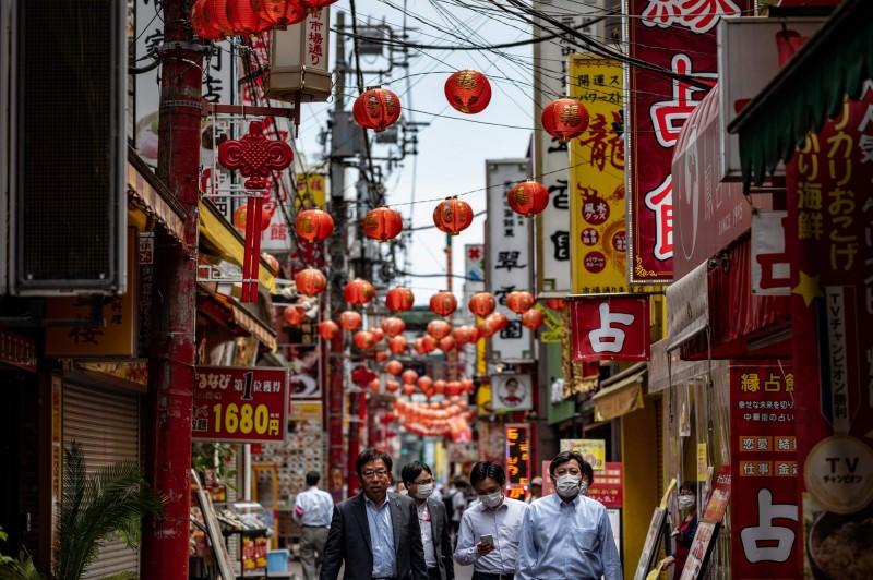 日本昨單日新增138人確診,創下解封後單日最多新增病例數。圖為橫濱中華街。(法新社)