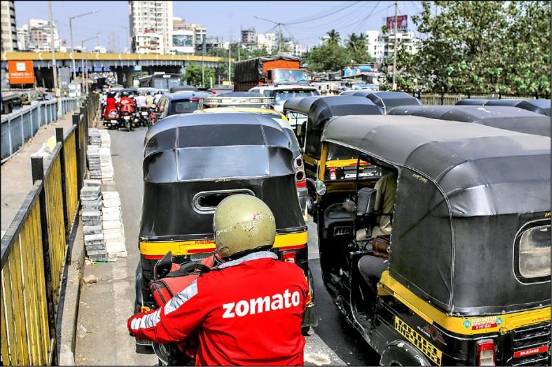 印度孟買的交通極為壅塞。(彭博檔案照)