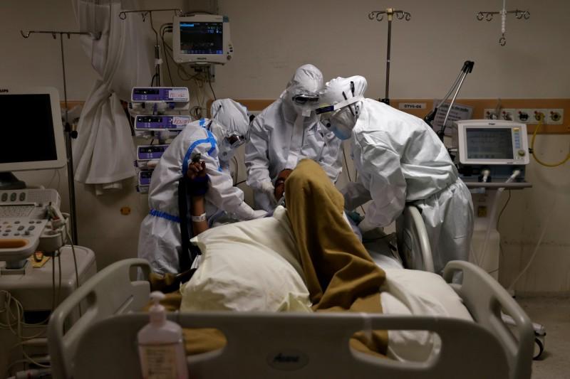 法國62歲男患武漢肺炎,陰莖勃起4小時,針頭一插發現全血栓。(示意圖,路透)