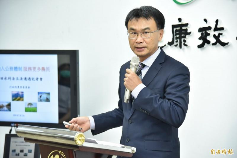 農委會主委陳吉仲說明農田水利法立法重點。(記者簡惠茹攝)