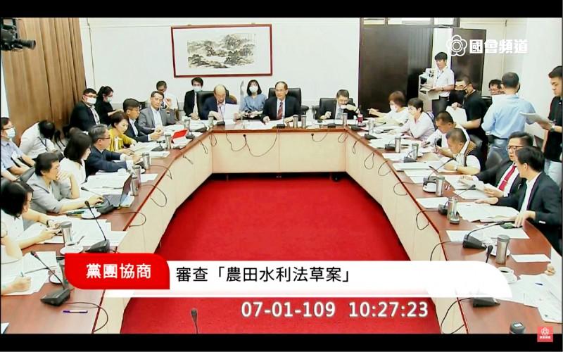 立法院朝野黨團昨協商「農田水利法草案」。(截取自國會頻道)