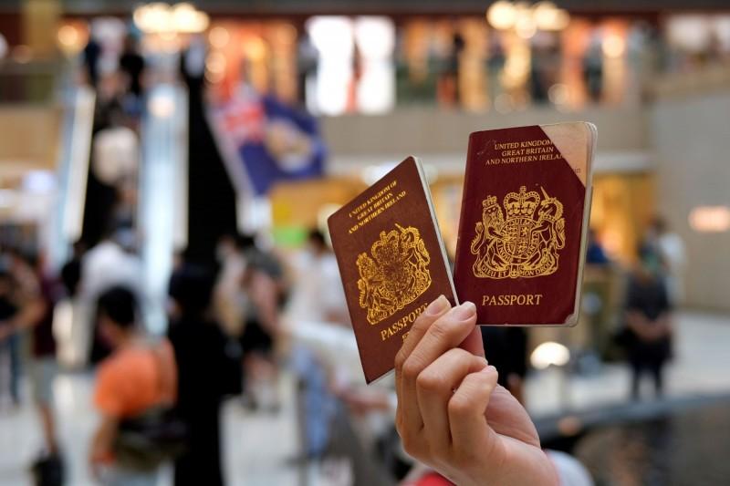 英國將擴大持有英國國民(海外)護照(BNO)的香港人的居留權。對此,中國駐英大使館表示堅決反對,並稱將保留採取相應措施的權利。(路透)