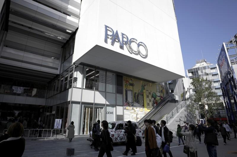 日本東京都武漢肺炎(新型冠狀病毒病,COVID-19)確診者今新增107人,其中有名確診者是「澀谷PARCO」的員工,對此澀谷PARCO在今天下午緊急休館。(彭博)