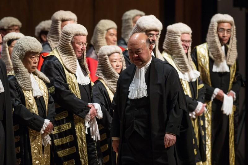 香港司法首長、終審法院首席法官馬道立(前)發聲明強調,《港版國安法》的「指定法官」與所有法官一樣,只能根據《基本法》的規定而任命,且須根據司法及專業才能,這是唯一準則,「不應考慮政治等其他因素」。(歐新社)