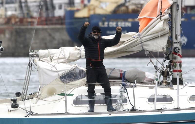 阿根廷男子巴列斯塔羅(Juan Manuel Ballestero)自己駕著小船回到阿根廷,這一趟跨越大西洋的航程,歷時長達85天。(美聯社)