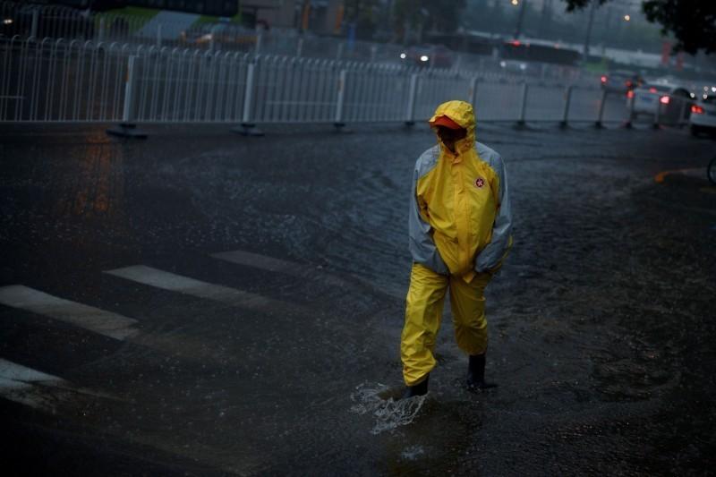 在中國兩會開幕式當日,北京下午突降暴雨、冰雹。(路透社資料照)