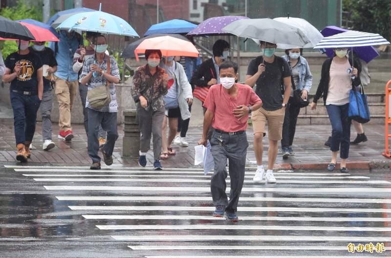 中央氣象局指出,今天(2日)各地午後雷陣雨機率偏高且時間較早。(資料照)