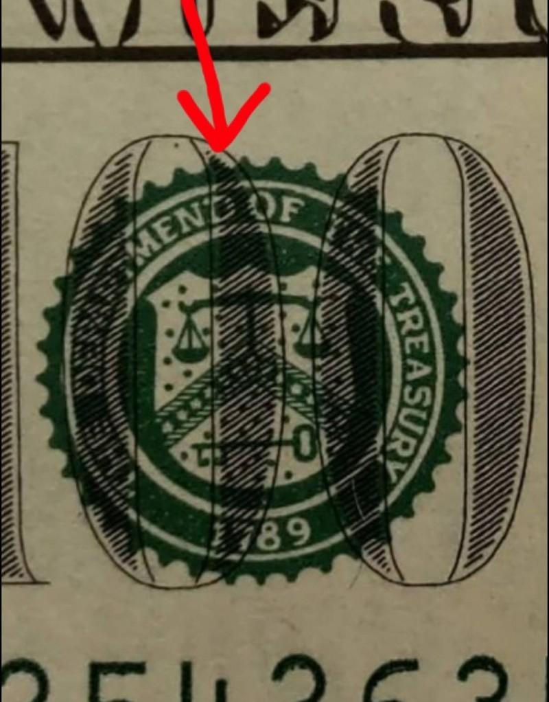 「T」換成「D」,30萬美鈔變假鈔。(記者黃佳琳翻攝)