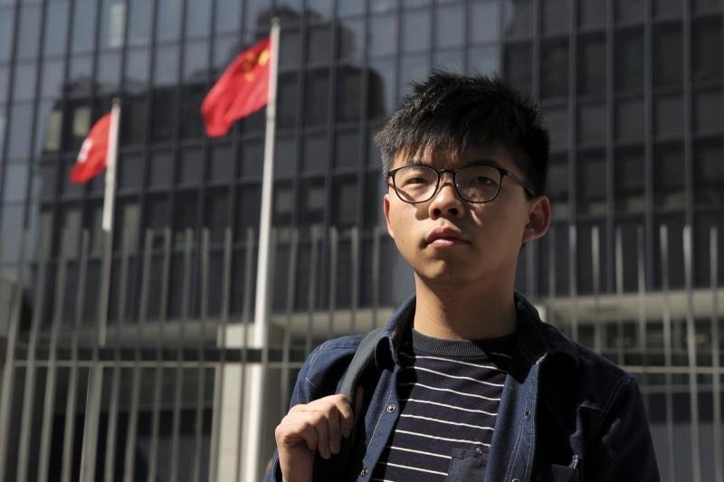 針對港府表明,示威者的「光復香港 時代革命」口號,含有「港獨」之意,前香港眾志秘書長黃之鋒表示,「打擦邊球」這回事是暗示了妥協,將變成一種官方強加於頭上的緊箍咒。(美聯社資料照)