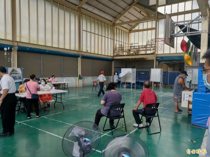 中華村長罷免案村民投票踴躍,全村586有397人出來投票,投票率高達67%。(記者張議晨攝)