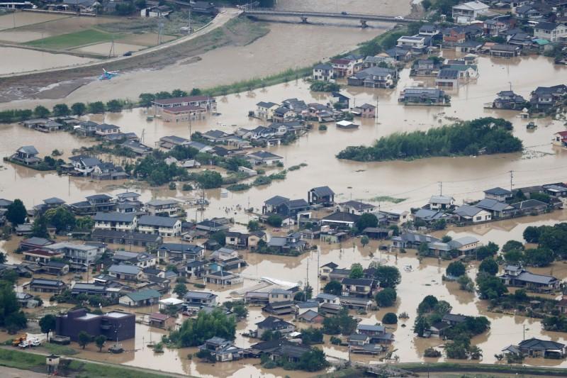 日本九州南部豪雨成災,遭遇數十年一見的瘋狂暴雨。熊本縣1人死亡、17人心肺停止、7人失蹤。(法新社)