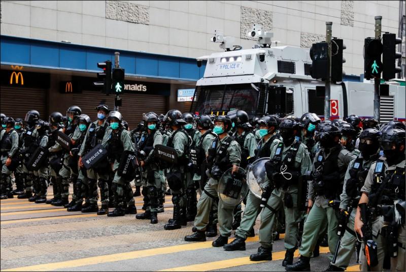 中國計畫派遣武警部隊以「觀察員」身分常駐香港,其人數約二百人至三百人。圖為香港鎮暴警。(路透)