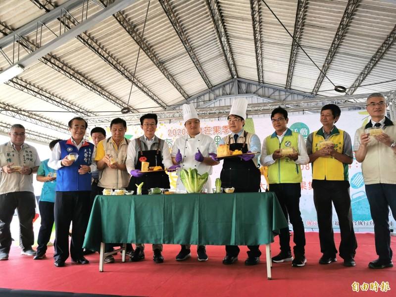 台南國際芒果節大內場活動熱鬧開幕,市長黃偉哲代言,遊客湧入。(記者吳俊鋒攝)