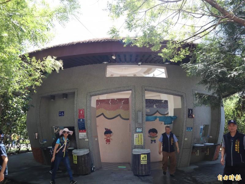 東勢客家文化園區周邊環境營造提升計畫工程完工,公廁變身客家穀倉。(記者歐素美攝)