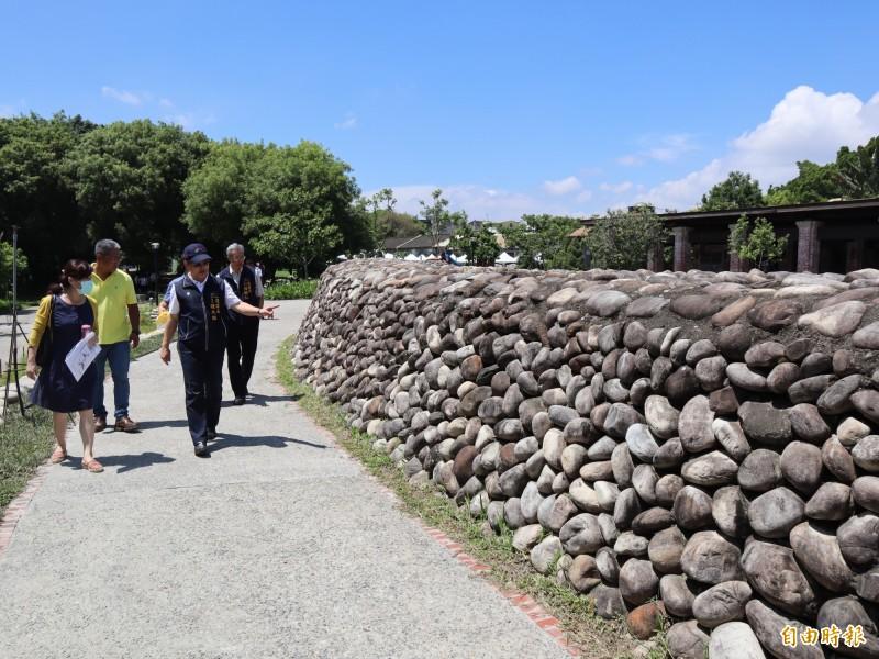 東勢客家文化園區周邊環境營造提升計畫工程完工,融入客家砌石元素。(記者歐素美攝)