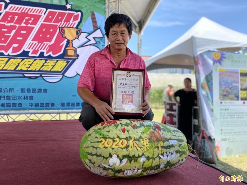 首參賽就奪下瓜王 農夫歐道協種出72斤大西瓜 - 生活 - 自由時報電子