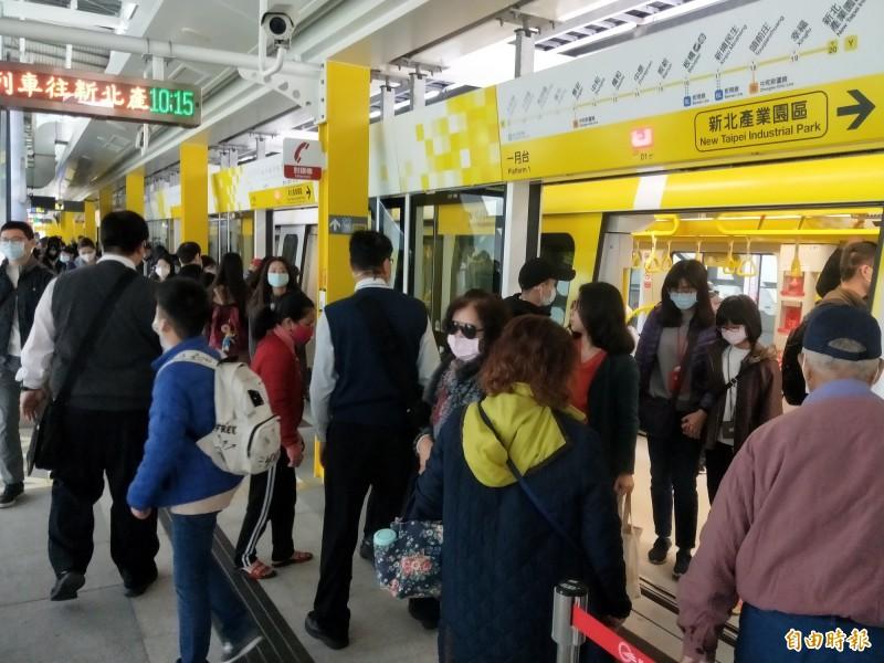 隨著捷運路網越來越完備,搭乘捷運的新北市民不少,但在台北捷運公司的席次仍只有1席,新北市長侯友宜也說,說話份量不夠。(記者何玉華攝)