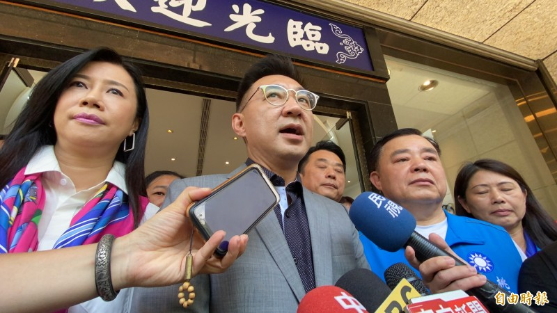 國民黨主席江啟臣(中)表示,有信心國民黨可在高雄市議長補選中保住位子。(記者魏瑾筠攝)